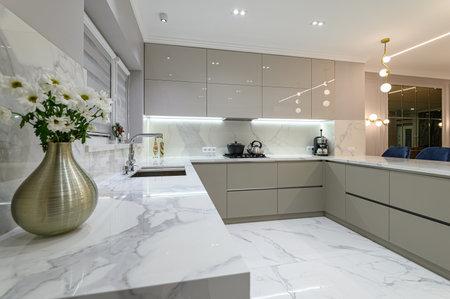 closeup to white modern marble kitchen furniture in studio space 版權商用圖片