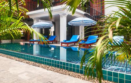Recepção e piscina do hotel tailandês em Phuket