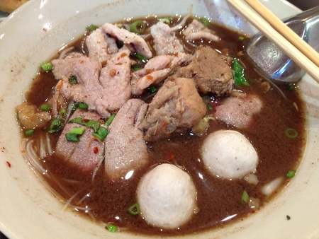 thicken: Rice noodles, sliced pork and pork ball in thicken soup