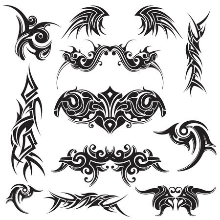 Set di astratto tatuaggio tribale in nero su uno sfondo bianco