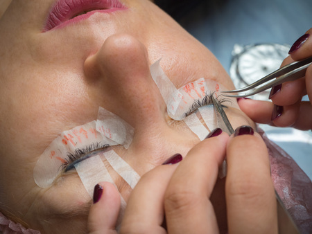 The classic technique of the procedure of gluing of eyelashes