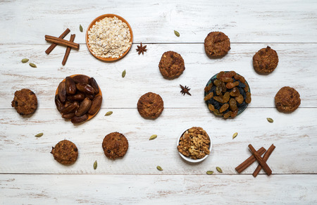 Oatmeal cupcakes with dates, raisins, cinnamon and cardamom.