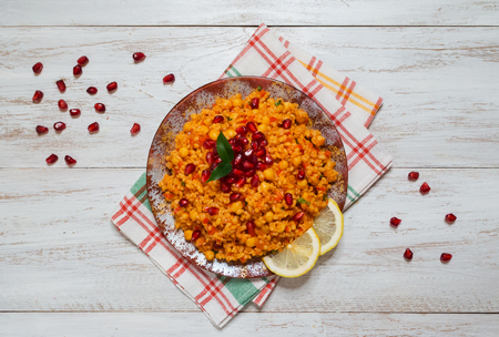 Arabic Food: Bulgur wheat, vegetable and chickpea pilaf. Standard-Bild