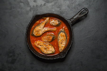 Top view of spicy and hot Bengali fish curry. Indian food. Fish curry with red chili, curry leaf, coconut milk. Asian cuisine. Stockfoto