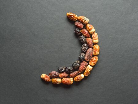 Dates fruit are laid out in the shape of a Crescent.