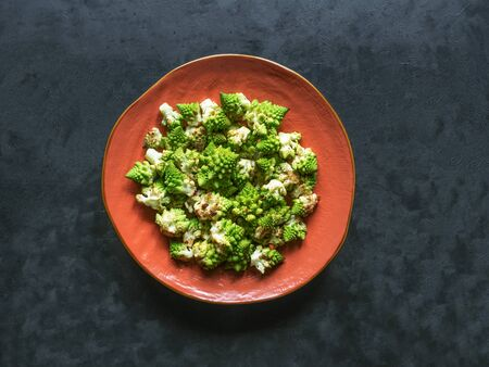 Baked cabbage romanesco with spices on a plate. Top view. Stockfoto