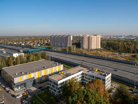 Moscow city quarter on the outskirts of the city, aerial view in autumn. Standard-Bild - 157344908