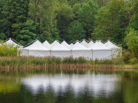 A view of the white tents by the water. Standard-Bild - 157344922