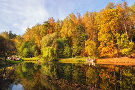 Autumn Park. Beautiful autumn landscape with red trees by the lake. Tsaritsyno, Moscow. 版權商用圖片