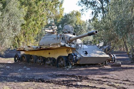 war tank: Siria T-55 de fabricaci�n sovi�tica despu�s de la lucha con Israel en los Altos del Gol�n