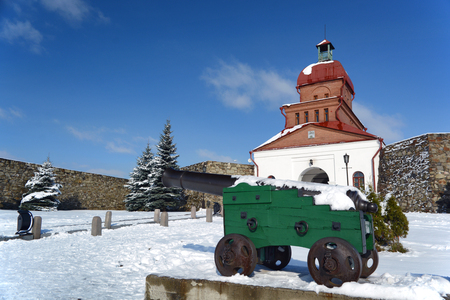 cannon gun: Novokuznetsk, Russia - October 18, 2014: 12-pound cannon on a gun carriage. A monument of history and architecture Kuznetsk fortress in the city of Novokuznetsk, Kemerovo region, Siberia Editorial