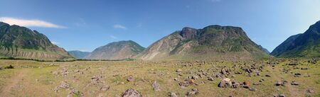 Alluvial fan. Cone of alluvial deposits of the Chulcha River in the valley of the Chulyshman River, Altai Mountains, Siberia, Russia. Large-sized panorama. 版權商用圖片