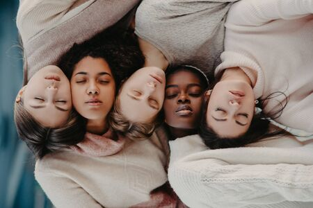 The portrait of multiracial group from five women. The concept of friendship and unity between different human races. Horizontal orientation. Zdjęcie Seryjne - 137551702