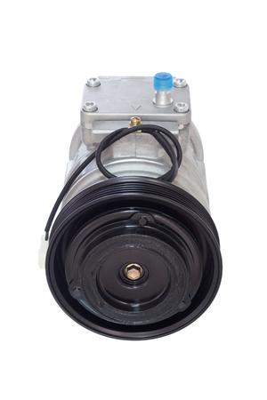 alternateur: automobile compresseur de climatisation sur un fond blanc