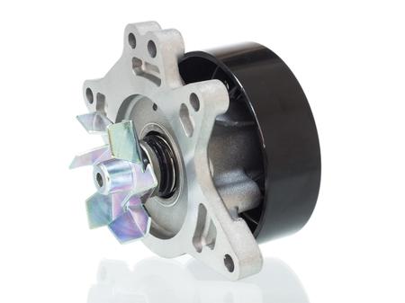 alternateur: Système de pompe de refroidissement du moteur d'automobile sur un fond blanc