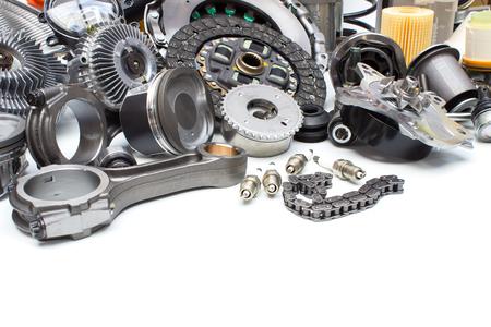 흰색 배경에 고립 된 그룹 자동차 엔진 부품 스톡 콘텐츠