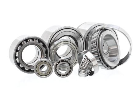 Gruppenlager und Rollen (Automobilkomponenten) für die Motor- und Fahrwerksaufhängung