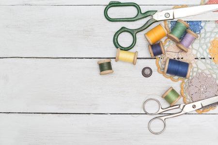 Copyspacekader met naaihulpmiddelen en accesoires.vintage