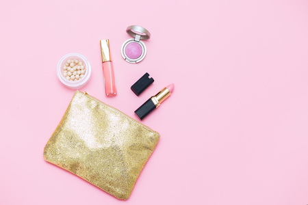 pink woman accessories mock up flat lay. pink background Foto de archivo