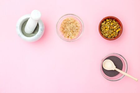 Organic beauty product on pink background. Copy space Banco de Imagens