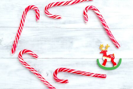 Christmas candy cane on white wooden background. Frame Christmas card Imagens