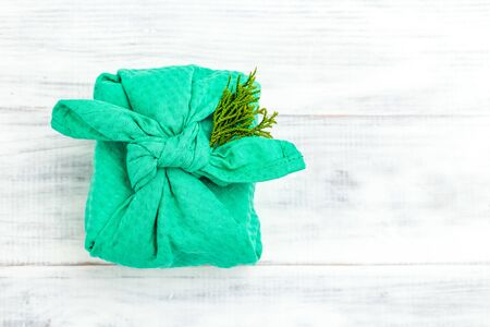 Wrapping Gift With Sustainable Japanese Furoshiki Wrapping Techinique. Imagens