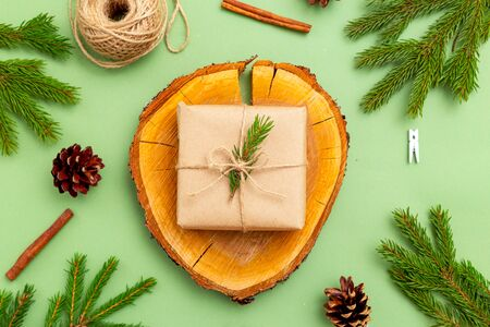 Christmas organic decoration for hand made on green background. Christmas zero waste. Imagens - 134805026