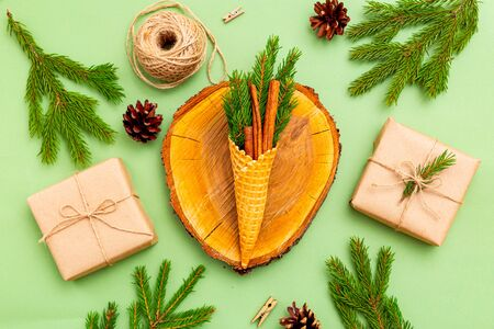 Christmas organic decoration on green background. Christmas zero waste Imagens - 133176453
