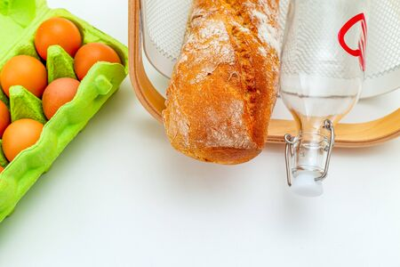 Reusable bottle and reusable basket on white background. Sustainable lifestyle. Flat lay Imagens - 134805073