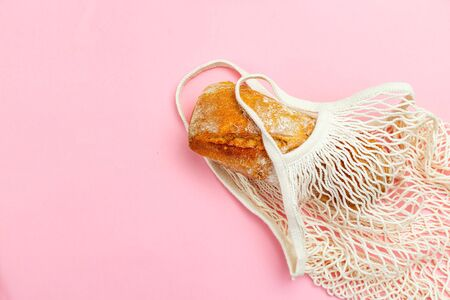 Reusable bag  and bread on pink background. Sustainable lifestyle. Copy space Imagens - 134805108