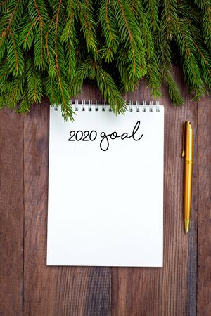 Goal planning. notepad and golden pen on wooden background. Imagens - 134805110