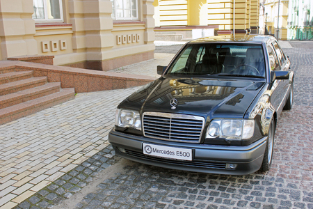 Mercedes E500 W124 Wolf on the background of beautiful old houses. Kiev, Ukraine. September 6, 2013. Editorial photo. 新聞圖片