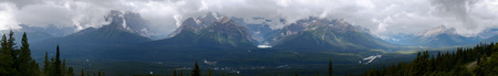 Panoramic view of Lake Louise cradled by Mt  Saint Piran, Mt  Aberdeen, Haddo Peak, Mt  Temple under dramatic brooding cloudy skies  Banff National Park  Banco de Imagens
