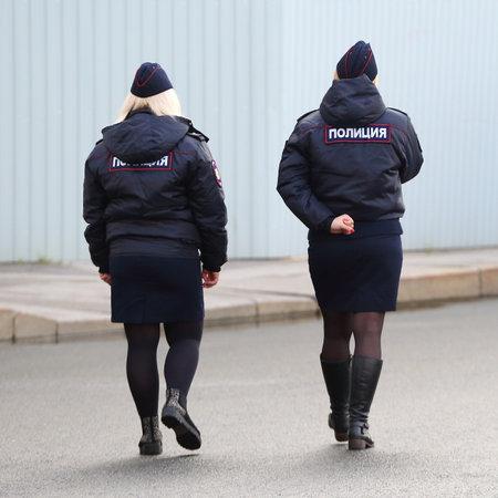 Patrouille de police des femmes, place du Palais, Saint-Pétersbourg, Russie octobre 2018 Éditoriale