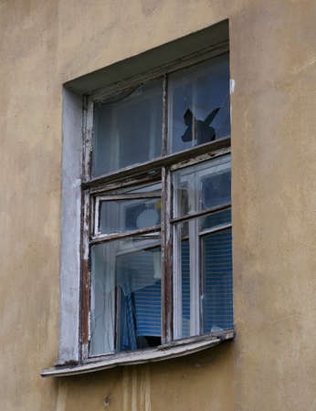 An old window with a wooden frame and broken glass Banco de Imagens - 153269341