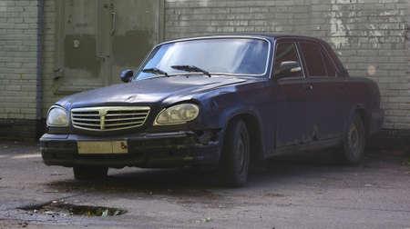 Abandoned old broken rusty car Banco de Imagens - 155149535