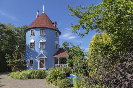 화창한 여름 날 무민 하우스입니다. 핀란드 스톡 콘텐츠