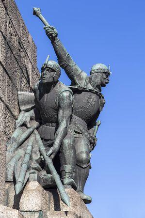 polska monument: KRAKOW, POLAND - OKTOBER 28, 2015: Figures of soldiers at the Battle of Grunwald monument in Krakow. Poland