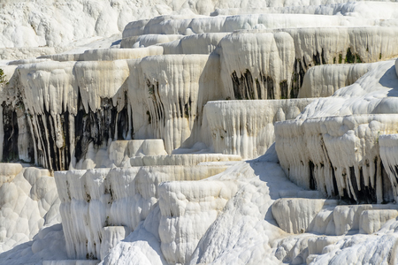 terrazas de calcio naturales en Pamukkale, Turquía.