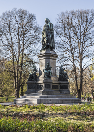 carl: Monument to Carl Linnaeus to the Swedish naturalist, botanist, zoologist, mineralogist and physician. Stockholm. Sweden