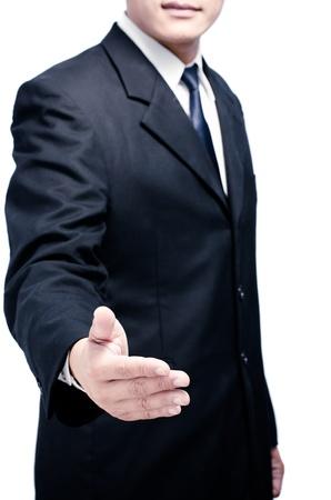 ビジネスの男性が開いた手の取り引きを密封する準備ができていると