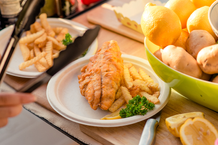fish chips: Pescado y papas fritas