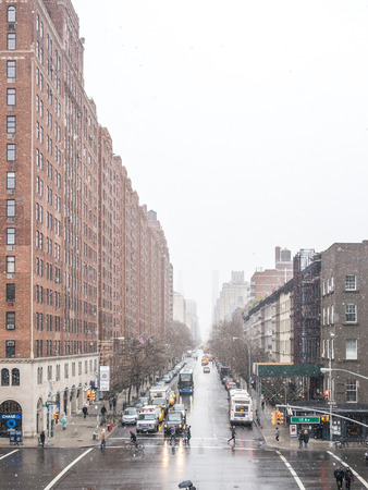 NEW YORK, USA - January 3, 2015: Streets of New York in a cloudy winter morning near the Highline park. New York City has a population of more than 19 million. 에디토리얼