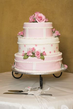 dessert table: Pink and white floral design wedding cake
