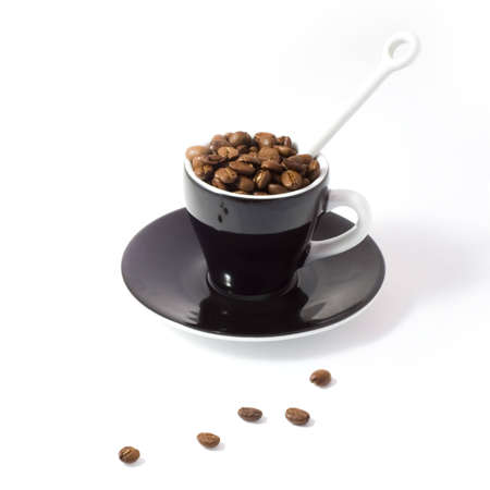 tonne: Espresso cup and saucer containing coffee beans.  [Isolated on white background with clipping path.]