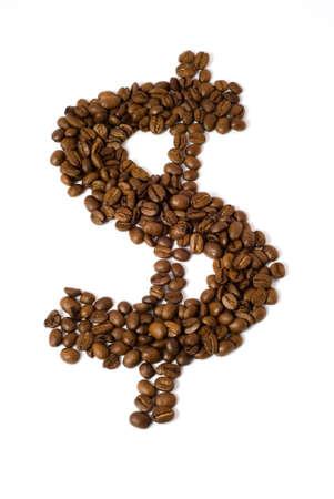 Les grains de café sous la forme d'un signe dollar. [Isolés sur fond blanc avec un masque vectoriel.]