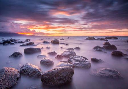 夕暮れ時の岩 写真素材