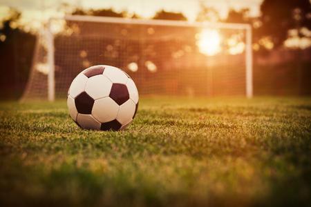 Calcio nel tramonto