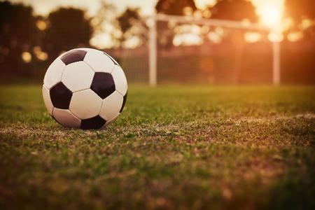 futbol soccer: Fútbol en la puesta de sol