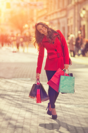 Young women shopping in the city 스톡 콘텐츠